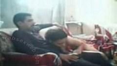 شاب ينيك موزه مصرية ضعيفة تمص و تقعد على زبره