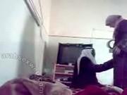 فيلم سكس محجبات سعودي مص الزب في الغرفة