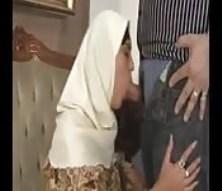 Fille arabe baise avec une grosse bite